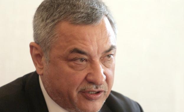 Симеонов се изкара жертва на клеветническа кампания, заплаши със съд най-големите медии