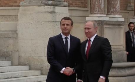 Путин пристигна в двореца Версай (видео)