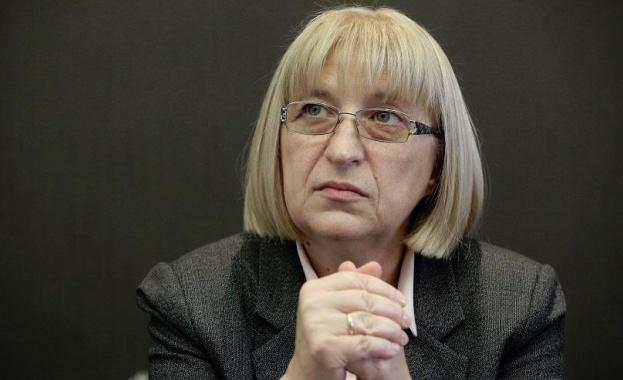 Министърът на правосъдието Цецка Цачева заяви, че ще подаде оставка