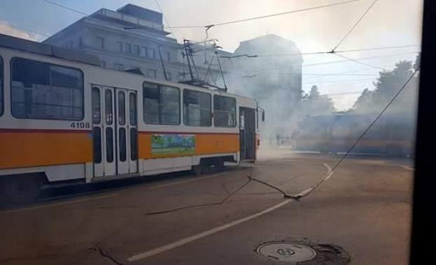 """Трамвай се запали в София в района на паметника """"Васил"""