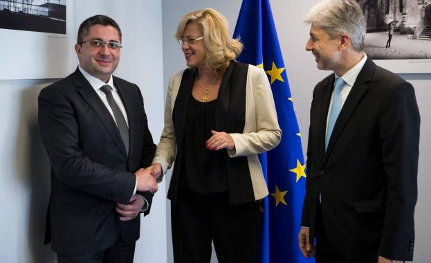 Европейският комисар за регионална политика Корина Крецу се срещна в