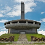 Символът на връх Бузлуджа се руши