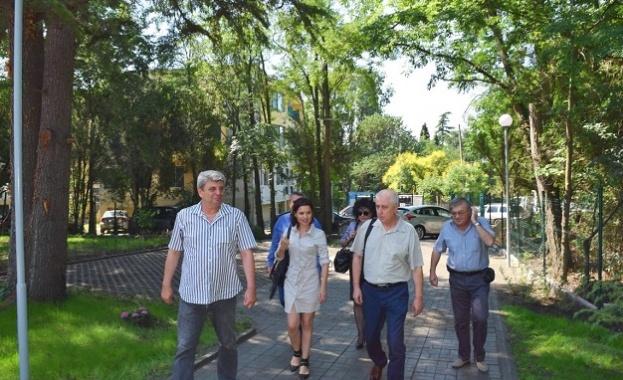 Днес министърът на здравеопазването генерал-майор проф. Николай Петров посети служебно