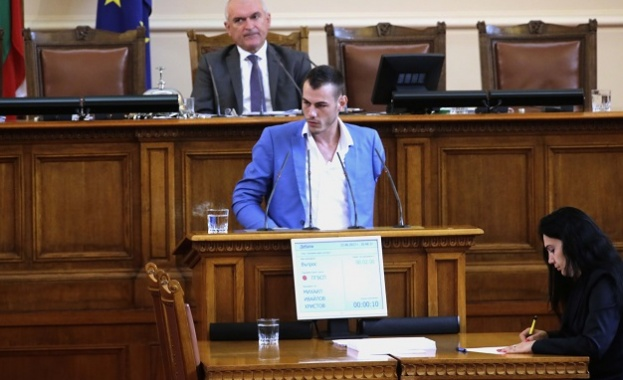 С 61 подписа на депутати, БСП предизвика дебат в пленарна