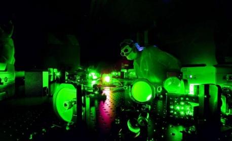 Учени създадоха най-ярката светлина