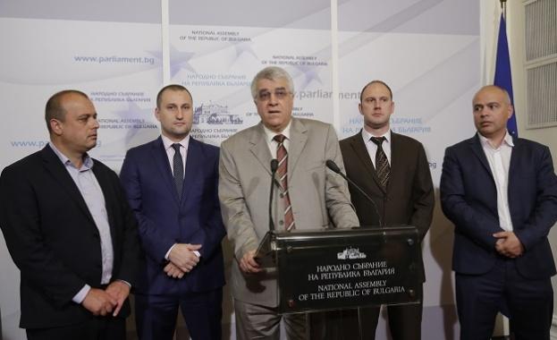 Уведомихте ли българския народ, че ще теглите почти половин милиард лева за бежанците?