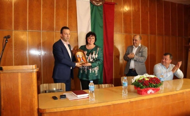 Снимка: Корнелия Нинова: Гордея се с кметовете на БСП