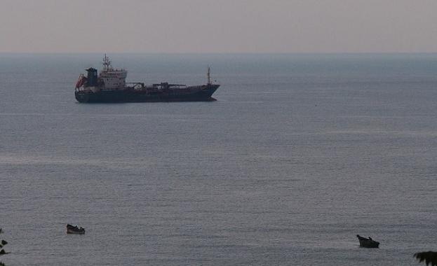 Сблъсък между танкер, превозващ 38 хил. т бензин, и товарен