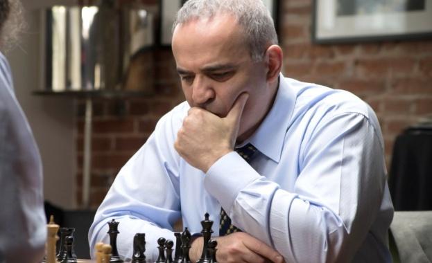 Гари Каспаров се връща край шахматната дъска. 13тият в историята