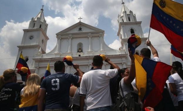 Протестите във Венецуела продължиха и доведоха до сблъсъци между силите