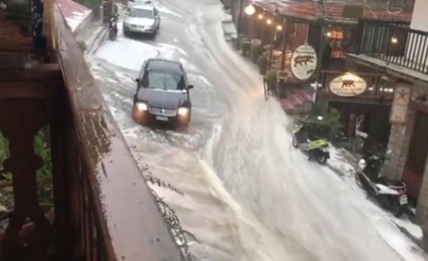 Буря и градушка наводниха Северна Гърция (видео)