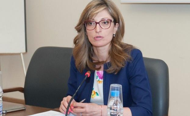 Захариева: България ще настоява приемане на РС Македония и Албания в ЕС в пакет