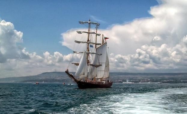 """Баркентината  """"Калиакра"""" отново предлага ветроходни разходки в крайбрежните води на Черно море"""