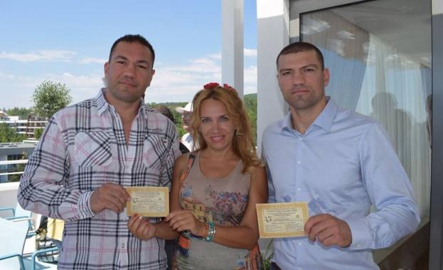 Снимка: Трима шампиони подкрепиха обединителния събор на българите край могилата на Кубрат в Украйна