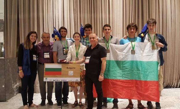 Олимпийският ни отбор по математика се завръща с четири сребърни