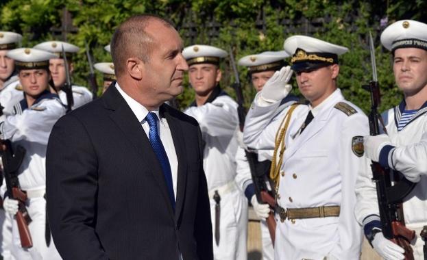 Военните моряци будят възхищение и са пример за подражание