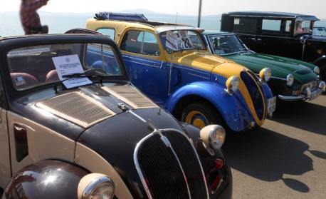 Парад на ретро автомобили по улиците на Дупница