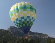 Десетки се издигнаха с въздушен балон в центъра на Враца