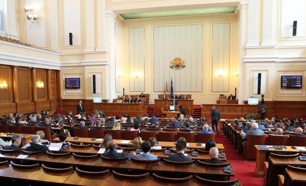 Парламентът заседава днес извънредно за бюджета