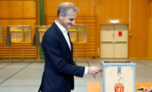 Норвежците гласуват на парламентарни избори, като социологическите проучвания показват, че