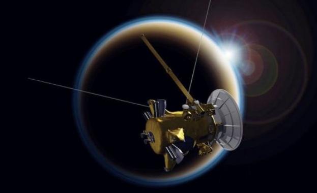 Космическият кораб Касини направи прощални снимки на Титан от разстояние