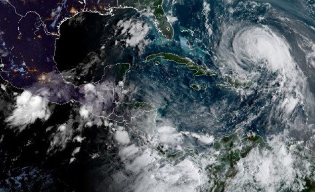 Бурята Макс се усили до ураган