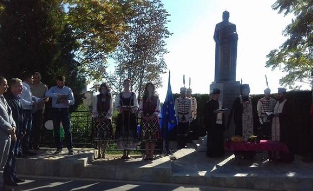 Паметник на цар Симеон Велики бе осветен днес в двора