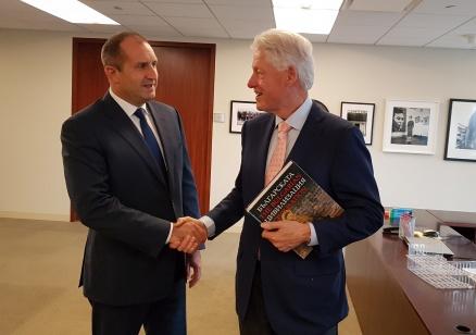 Румен Радев спечели подкрепата на Бил Клинтън и го покани отново в България