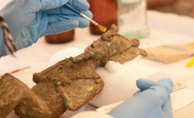 Откриха необичайна колекция от статуи в египетски храм