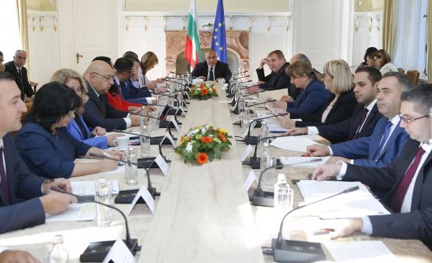 """""""Галъп"""": Преобладават българите, които подкрепят вота на недоверие към управляващите"""