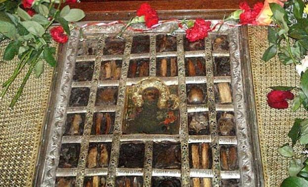 """Чудотворната икона от Рилския манастир на """"Света Богородица Одигитрия"""