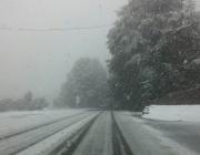АПИ: През нощта се очаква снеговалеж. Шофьорите, на които не им се налага спешно пътуване, да отложат тръгването за сутринта