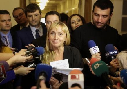 Йончева: Ако Добрев има данни, че работя за чужди служби, да извести съответните органи, иначе укрива информация за националната сигурност
