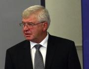 Здравният министър призова за повече контрол в разходването на средствата
