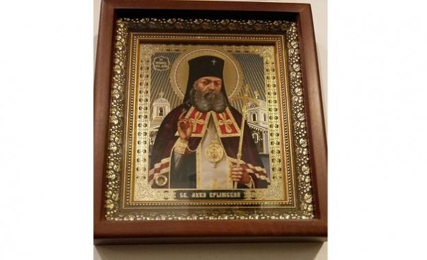 Чудотворната икона на Св. Лука Кримски, филм и книга за него в петък в троянския манастир