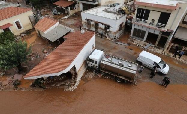 Проливни валежи наводниха пътища в Гърция. Морски бури затрудниха фериботните