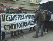 Екопротестъри искат оставката на министър Нено Димов