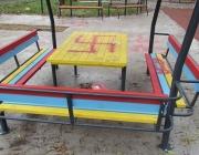 Вандали изрисуваха детска площадка в Русе със свастики