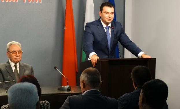 """Бившият министър на културата Георги Йорданов представи книгата """"Откровения"""