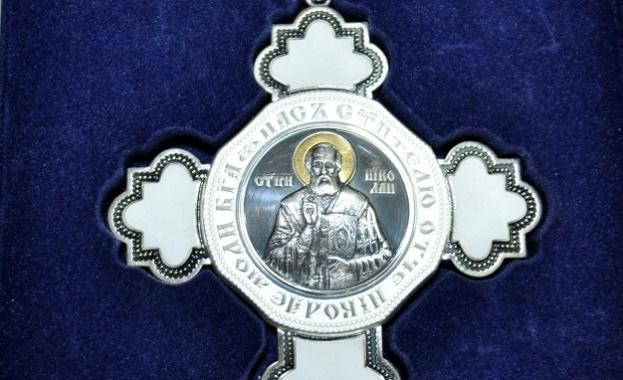 """Тончо Русев става първият кавалер на """"Сребърния кръст на свети Николай"""""""
