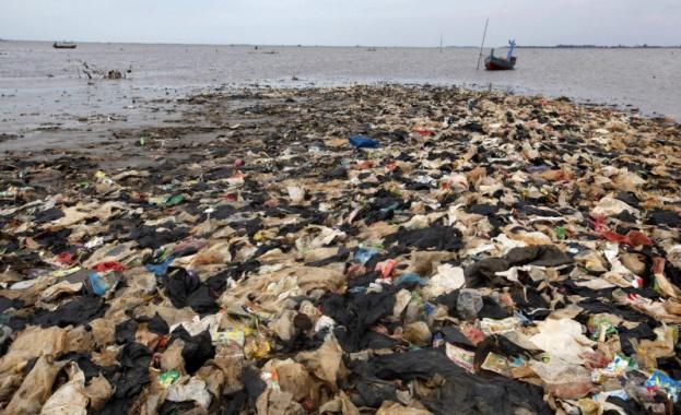 В Средиземно море скоро може да има толкова пластмаса, колкото и риба