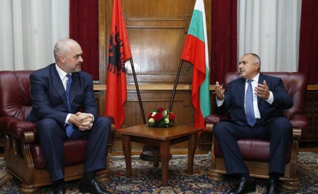 Албанският премиер Еди Рама възлага надежди на Бойко Борисов, нареди го до Ангела Меркел