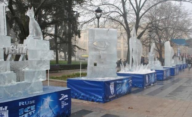 Сто и трийсет ледени блока, тежащи около седем тона, ще