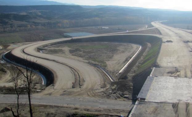 """Строежът на автомагистрала """"Струма"""" е започнал преди да е избран изпълнител"""