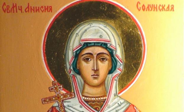 Св. Анисия била родом от гр. Солун. Тя била надарена