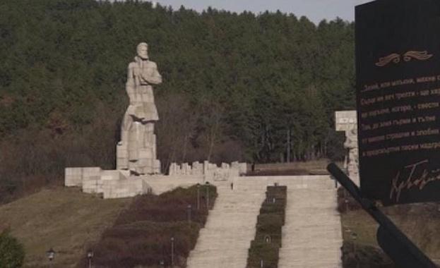 """Мемориалният комплекс """"Христо Ботев"""" е в лошо състояние дори след ремонт"""