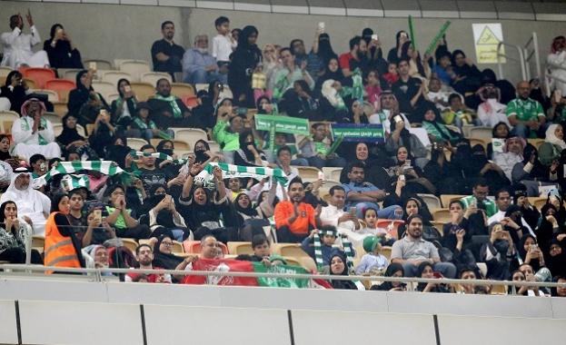 За първи път допуснаха жени на футболен мач в Саудитска Арабия