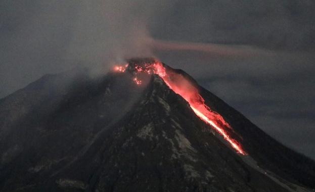 Хиляди филипинци напуснаха домовете си заради активизирал се вулкан