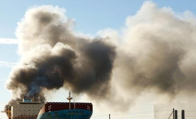 Горящият след сблъсък на 6 януари ирански петролен танкер е