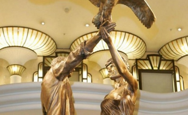Хародс маха статуя на принцеса Даяна и Доди ал Файед